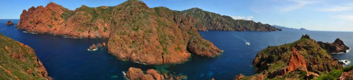 Vue de la presqu'île de Scandula depuis l'île de Gargalu © N. Robert/PNRC