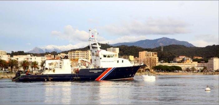 AIACCIU  Le baliseur Iles Sanguinaires II renfloué, début de sauvetage