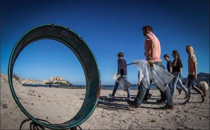 CALVI  Une plage propre grâce à la volonté de certains citoyens