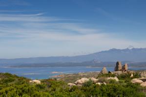 Le Conservatoire du littoral et la Réserve Naturelle des Bouches de Bonifacio permettent la préservation de près de 80 000 ha marins et 4 500 ha terrestres du sud de la Corse. (photo : O. Bonnenfant/OEC)