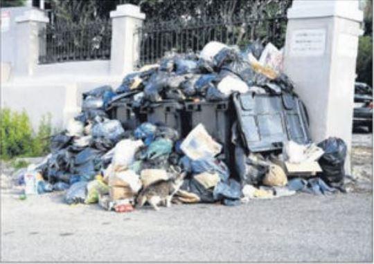 Stoppés par la crise, les déchets se pressent à Teghime