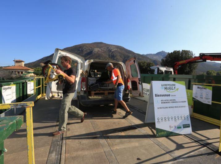 Centre Corse : au plus près des usagers, la recyclerie mobile cartonne