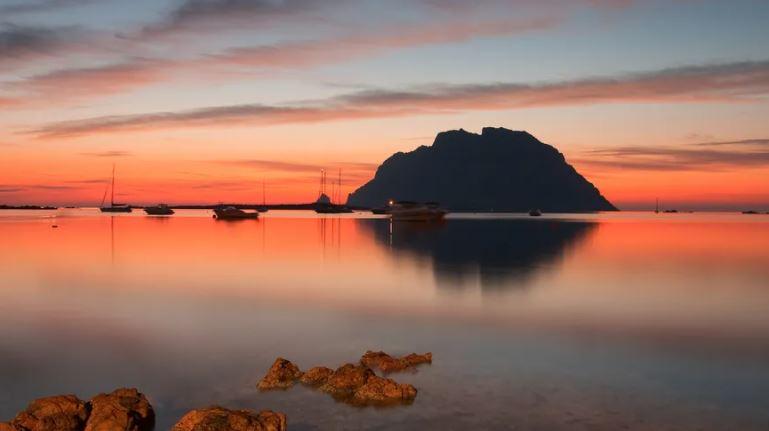 Mare latinu : L'ile sarde de Tavolara citée en exemple pour sa préservation.