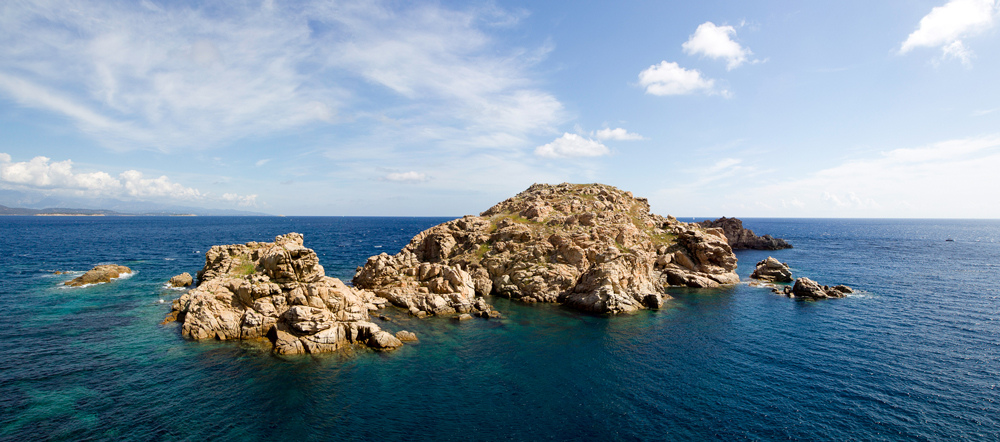 Les îlots du Toro, à près de dix miles nautiques de la côte, sont protégés depuis 1999. (photo : O. Bonnenfant/OEC)