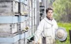Gabrielle Santini, aux petits soins pour ses abeilles