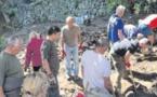 La construction de murs en pierre sèche n'a plus de secret pour les villageois