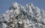 Mare latinu : Le Monte Cintu un volcan qui domine la Corse depuis 150 millions d'années.