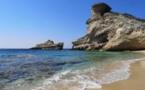 La plage St Antoine, au pied du phare de Pertusato
