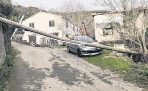 La tempête Fabien fait tomber les records de vent dans l'île